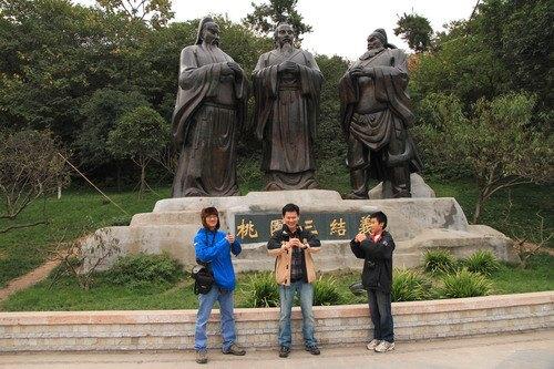รูปปั้น เล่าปี่ กวนอู เตียวหุย